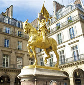 Monument near the Louvre — Stock Photo