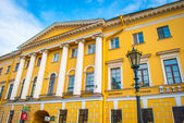 Building in baroco style with columns in Saint Petersburg — Stock Photo