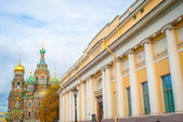 Yellow building with columns in Saint Petersburg — Stock Photo