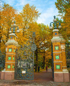 Entrance to the park of Saint Petersburg — Stockfoto