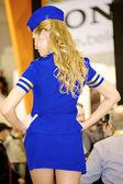 Model rosyjski pracuje dla firmy nikon w stroju stewardessa — Zdjęcie stockowe