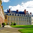 Nature and architecture of the Fontainebleau, French Castle — Stock Photo