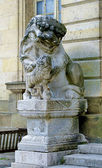 Salamandra statue of the Palace of Fontainebleau, one of the largest French royal châteaux — Stock Photo