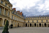 Interior yard the Castle Fontainebleau, one of the largest French royal castles — Stock Photo