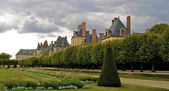 Panoramic view of the Castle Fontainebleau and its garden — Stock Photo