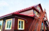 современный недавно построенный дом — Стоковое фото