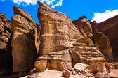 Sandstone cliffs in Timna Valley featuring King Solomon's Pillar — Stockfoto
