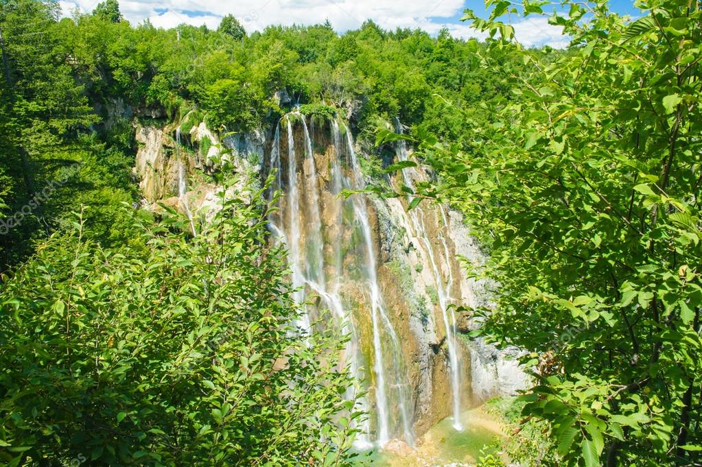 Croatian waterfall, beautiful view — Stock Photo #16225501