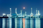 River and oil refinery factory with reflection in Bangkok, Thail — Stock Photo