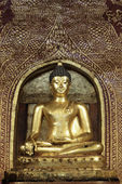 Golden Buddha Image at Wat Pra Sing Temple, Chiang Mai, Thailand — Stock Photo
