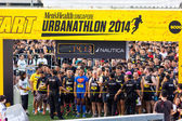 Runners at Urbanathlon 2014 running with Men's Health Singapore — Stok fotoğraf