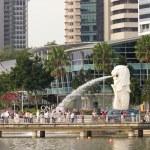 The Merlion fountain and Marina Bay — Stock Photo