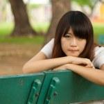 公園で若い女性 — ストック写真 #38201013