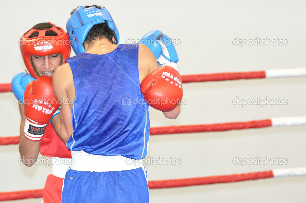 Boxing among Juniors — Stock Photo #13939430