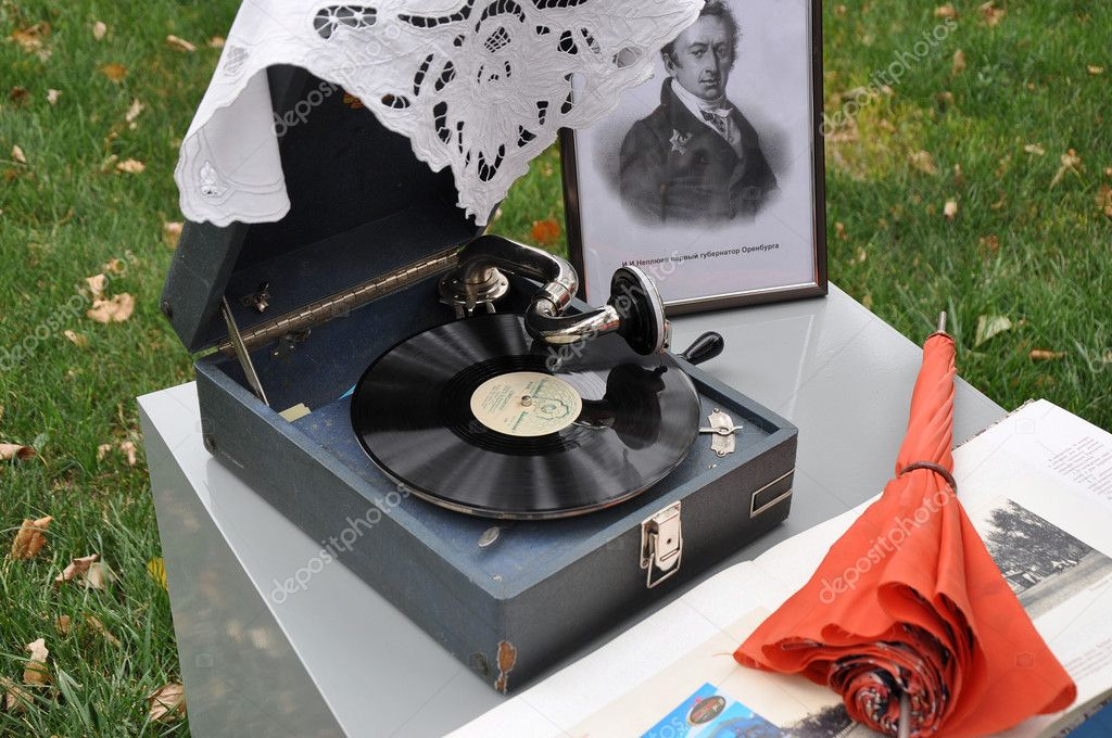 Old record player — Stock Photo #14173929