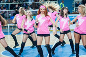 Girl cheerleading from the support team your favorite basketball team. — Stock Photo