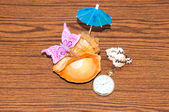 Seashell and watches — Stock Photo