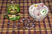 Turkish delight and a glass of refreshing drink — Foto Stock