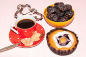 Coffee dates cake and crystal sugar navat — Stock Photo