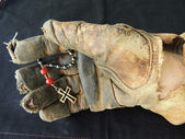 Leather Work Glove Holding Anglican Prayer Beads — Stock Photo