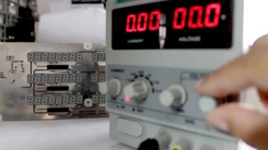Adjusting the output voltage of a power supply — Stock Video