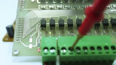 Dolly shot of a laboratory technician working on print circuit board — Stock Video