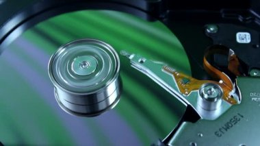 Hard disk drive with spinning platter — Stock Video