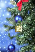 一棵树上的圣诞玩具 — 图库照片