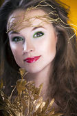 Gorgeous girl with a branch in hair, proffesional make up, studi — Stock Photo