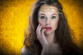 Beautiful girl on vintage background, proffesional make up — Stock Photo