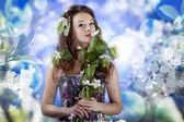 Splendida ragazza su sfondo di fiori abstrack — Foto Stock