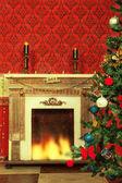 Sensasional vintage Christmas interior with a tree and a firepla — Stock Photo
