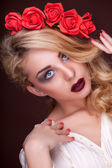 Sensual fashion woman with flowers in head — Stock Photo