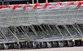 Puste metalowe, wózki sklepowe — Zdjęcie stockowe