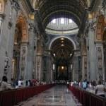 Indoor St. Peter's Basilica. Vatican — Stock Photo