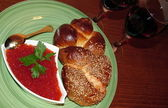 Red caviar, challah and two glasses of red wine — Stock Photo