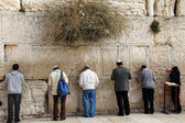 Jewish worshipers pray at the Wailing Wall an important jewish religious site in Jerusalem, Israel. — Stock Photo