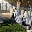 Unidentified religious Jews go from  the synagogue — Stock Photo