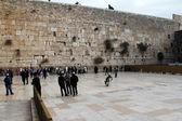 Jüdische gläubige betet an der klagemauer — Stockfoto