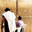 Unidentified jewish men praying at the Wailing wall (Western wall) — Stockfoto
