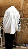 Unidentified man in tefillin praying at the Wailing wall (Western wall) — Stock Photo