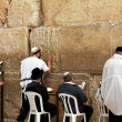 Unidentified jewish men are praying at the Wailing wall (Western wall) — Zdjęcie stockowe #22200359