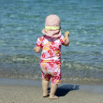 Little cute blond girl at the port in Porto Cervo. Sardinia — Stock Photo #33954345