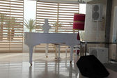White grand piano — Stock fotografie