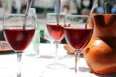 One glass Sangria and ceramic pitcher — Stockfoto