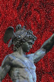 Perseus holding the head of Medusa on red abstract background,Florence — Stock Photo