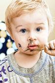 Un lindo bebé que pinta — Foto de Stock