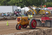 Minneapolis Orange & Red Tractor pulling — 图库照片