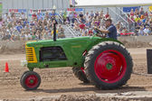 Oliver Super 77 Green & Red Tractor — Foto Stock