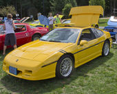 Yellow Pontiac Fiero — Stock Photo
